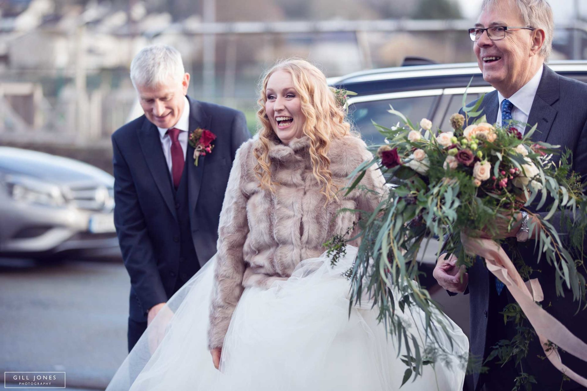 the bride arriving at chapel
