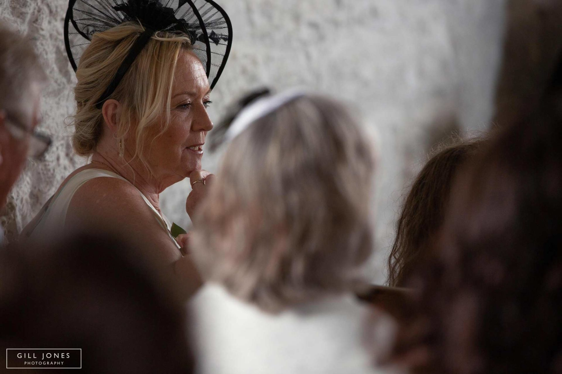 the bride's mum tieing her pearls on the bride